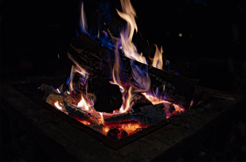 How hot does a fire pit get?