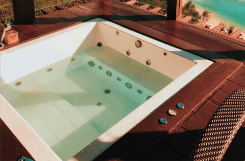 How long to stay in a hot tub?