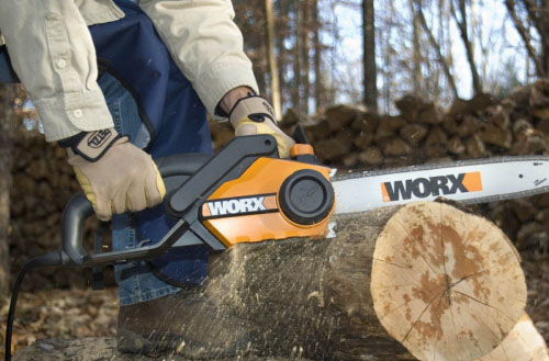 Do electric chainsaw need oil?